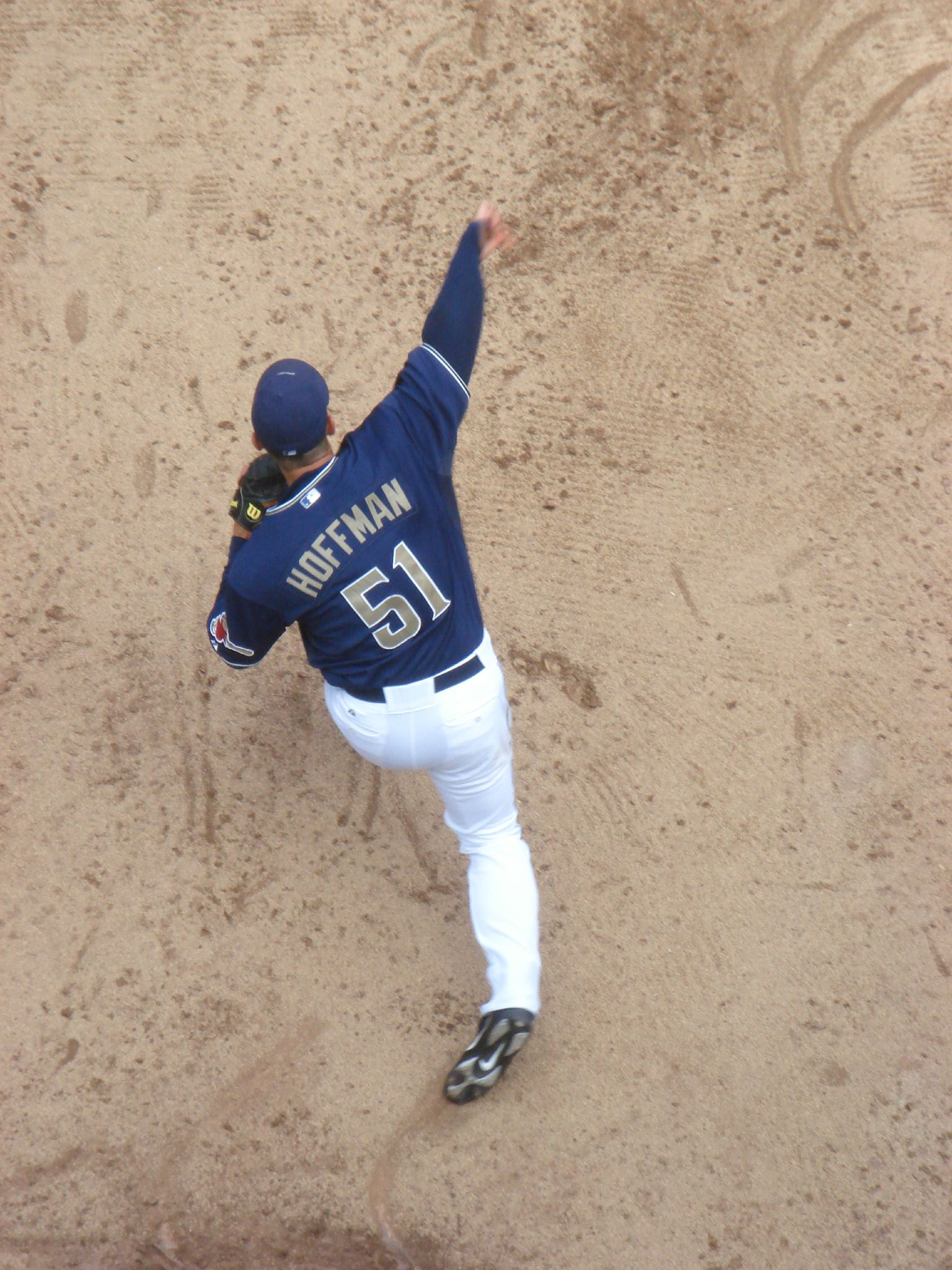 Trevor_Hoffman_Warming_Up_(5).jpg
