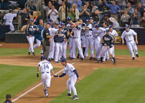 Hairston_Walk-off_HR.jpg